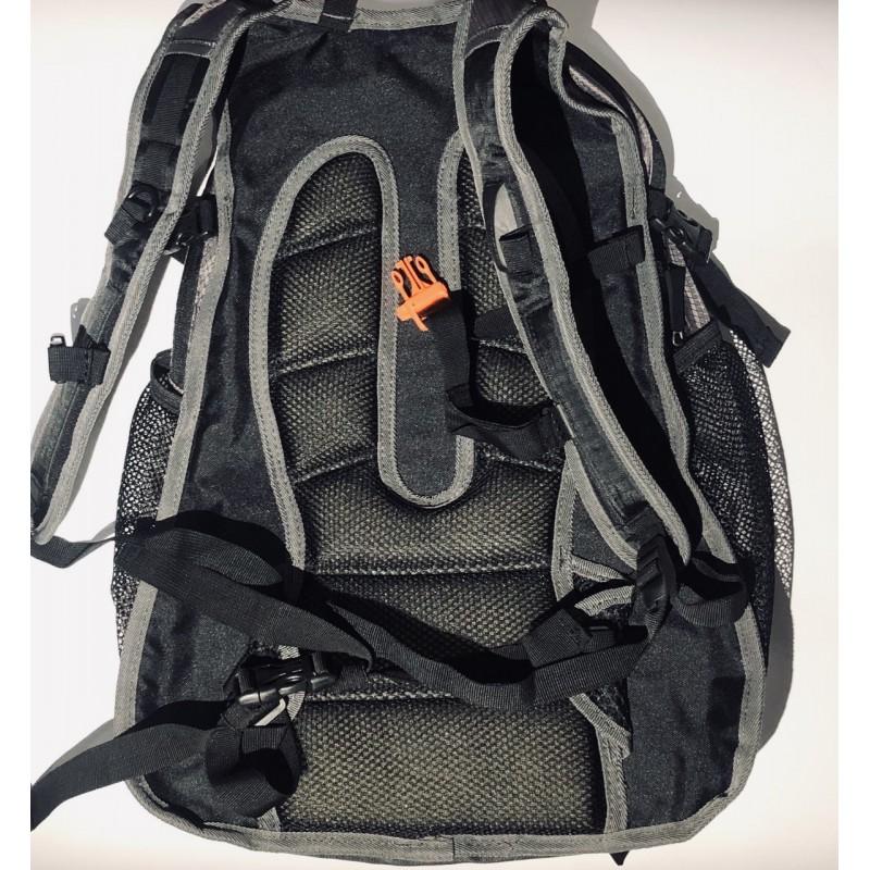 Рюкзак с ортопедической спинкой. Цвет красный